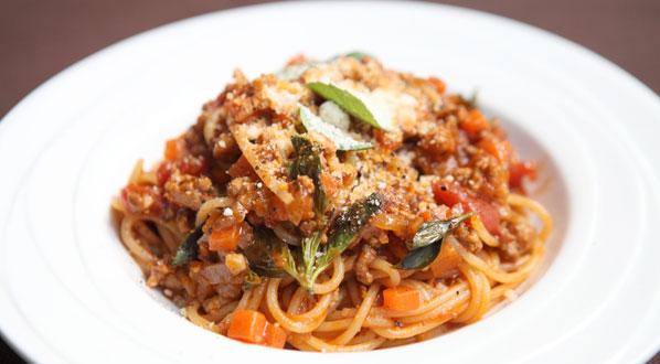 Bolognese - die klassische Soße für Spaghetti, Lasagne & Co ...