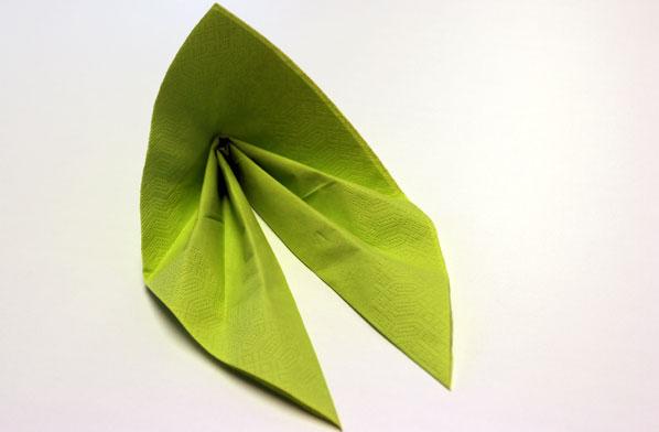 Servietten als Blatt falten
