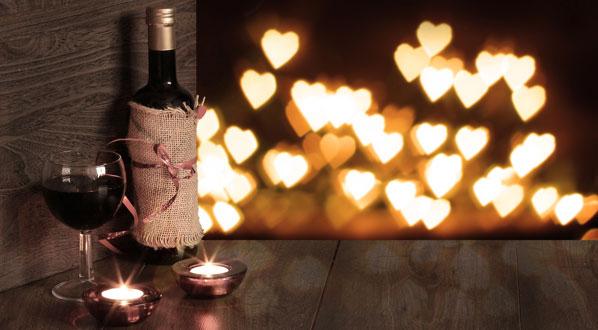 Rotwein bei Kerzenschein