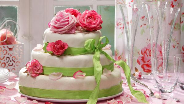Hochzeitstorte mit grüner Schleife