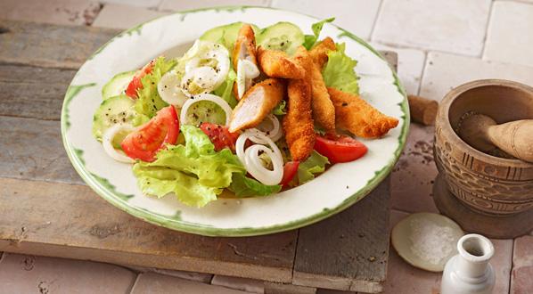 Abnehmen mit Low Carb: Salat mit Schnitzelstreifen