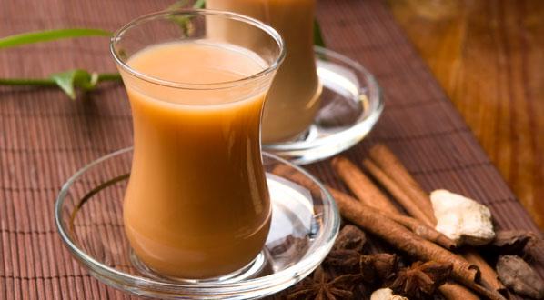 Chai Latte mit Zimt und Anis