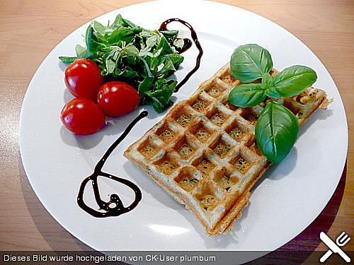 Roquefort-Basilikum-Waffeln