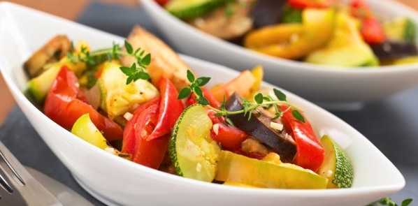 Gesund ernähren mit viel Gemüse – zum Beispiel mediterran zubereitet