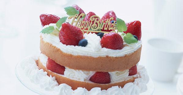 Geburtstagskuchen mit Erdbeeren