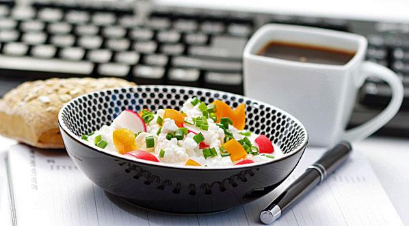 mittagspause snack co gesunde ern hrung am arbeitsplatz. Black Bedroom Furniture Sets. Home Design Ideas