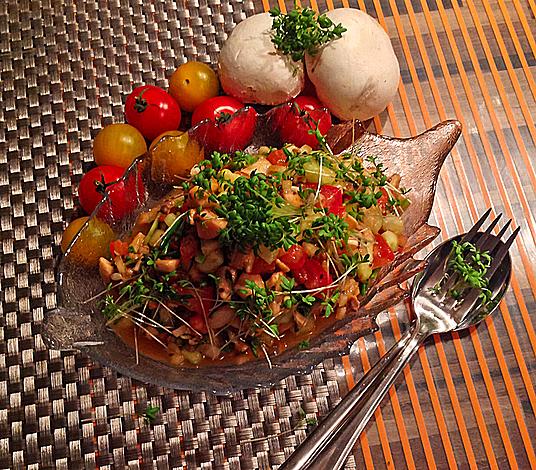 Orientalischer Sommersalat mit Sesam - Dressing