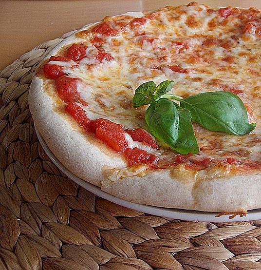 pizza selber machen rezpte von napoli bis calzone. Black Bedroom Furniture Sets. Home Design Ideas