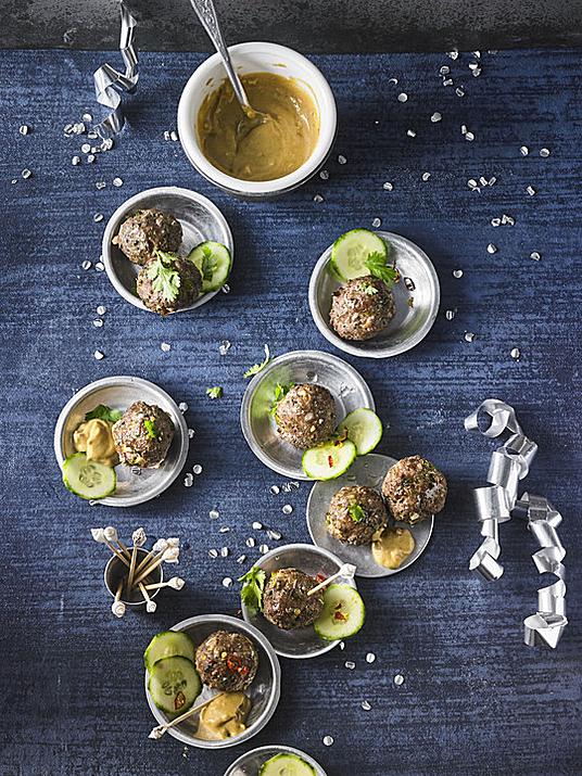 Duftende Thai - Fleischbällchen mit Erdnuss - Sauce