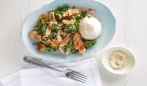 Schweinefleisch mit Reis und Spinat