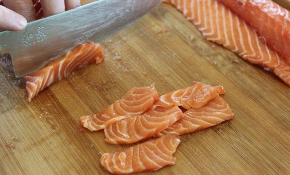 Fisch für Sushi: dünn schneiden