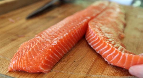 Fisch für Sushi: fangfrischer Lachs