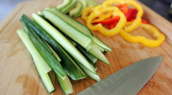 Gemüse-Streifen für Sushi: dünn schneiden
