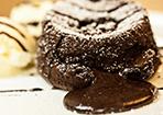 Schokoladen-Kuchen mit flüssigem Kern
