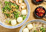 Asiatische Reisnudelsuppe