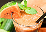 Smoothie mit Wassermelone, Minze und Limette