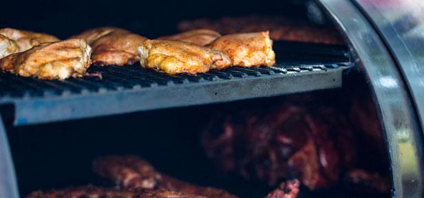Smoken: Barbecue auf heißem Rauch