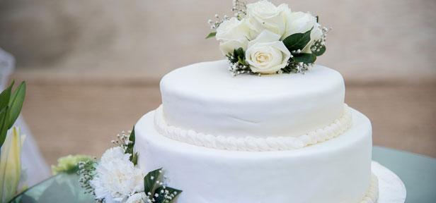 Die Hochzeitstorte selber backen – traut euch!