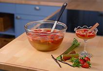 Erdbeer Rhabarber Bowle - fruchtig frische Bowle für die Erdbeerzeit!