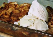 Apfel-Karamell-Auflauf - mit und ohne Vanilleeis ein Genuss!