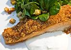 Video: Lachs unter der Meerrettichkruste mit Feldsalat und Kartoffelcroûtons