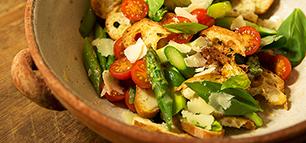 Spargelsalat mit Brot – sommerlicher Sattmachersalat