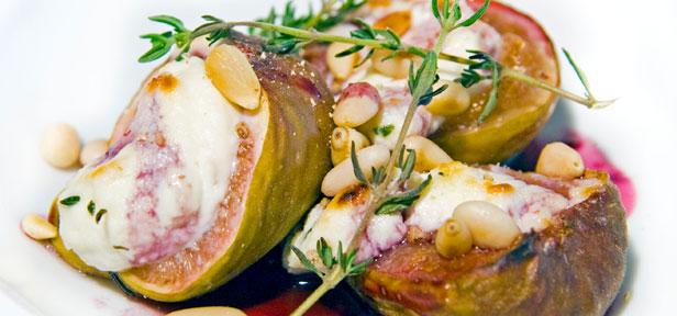 Gratinierte Ricotta-Feigen mit gerösteten Pinienkernen
