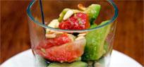 Avocado Erdbeer Salat mit Ingwer Dressing