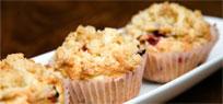 Erdbeer Muffins mit Rhabarberfüllung