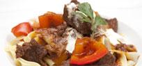 Gulasch vom Rind mit Schalotten und Paprika