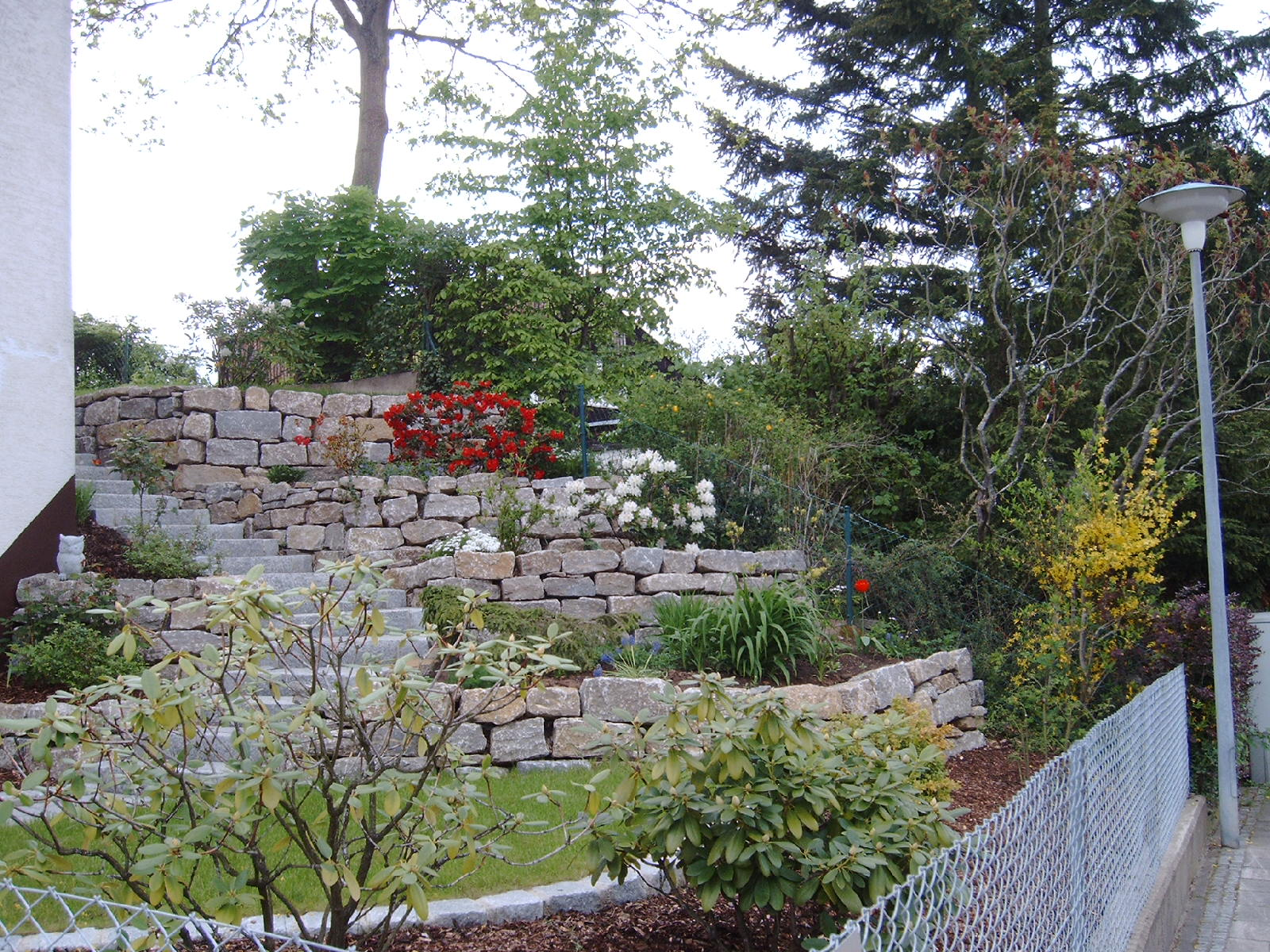hurra heute wird mein neuer vorgarten angelegt haus. Black Bedroom Furniture Sets. Home Design Ideas