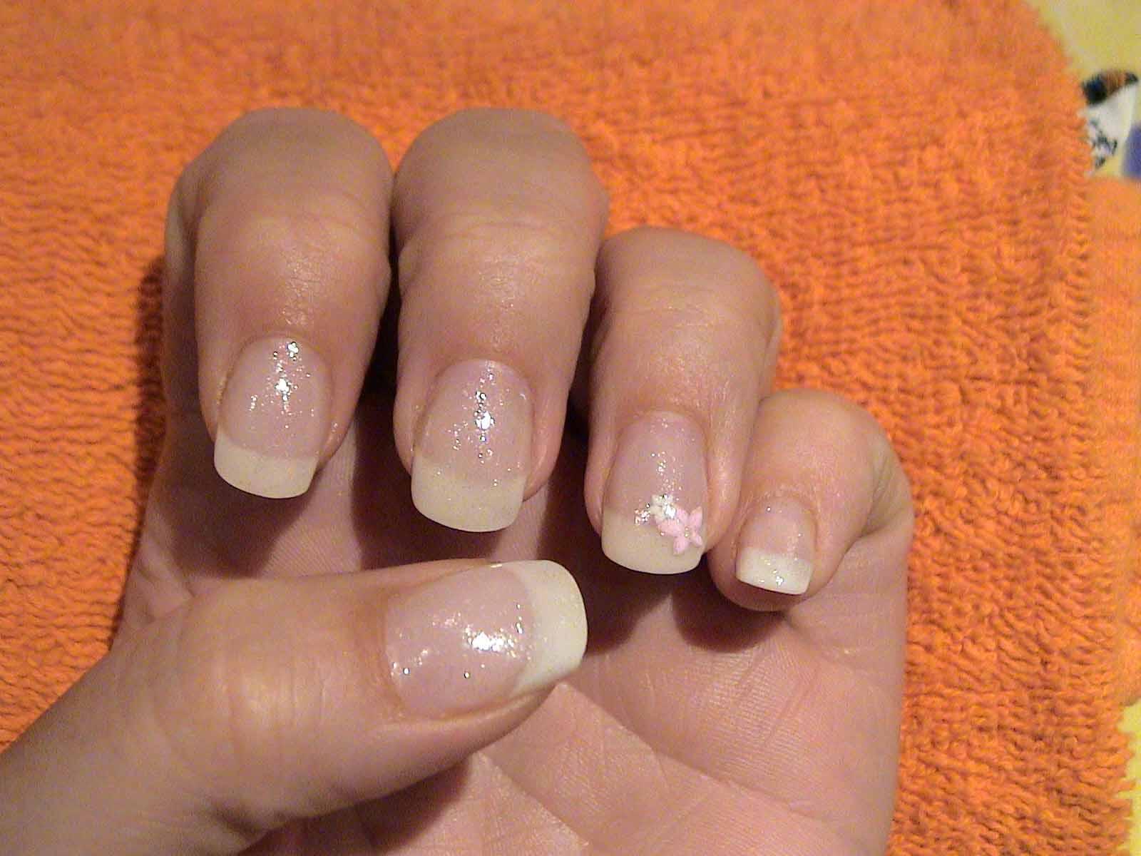 Hätte gerne French Nails.... Meine Fingernägel sind so schrecklich ...