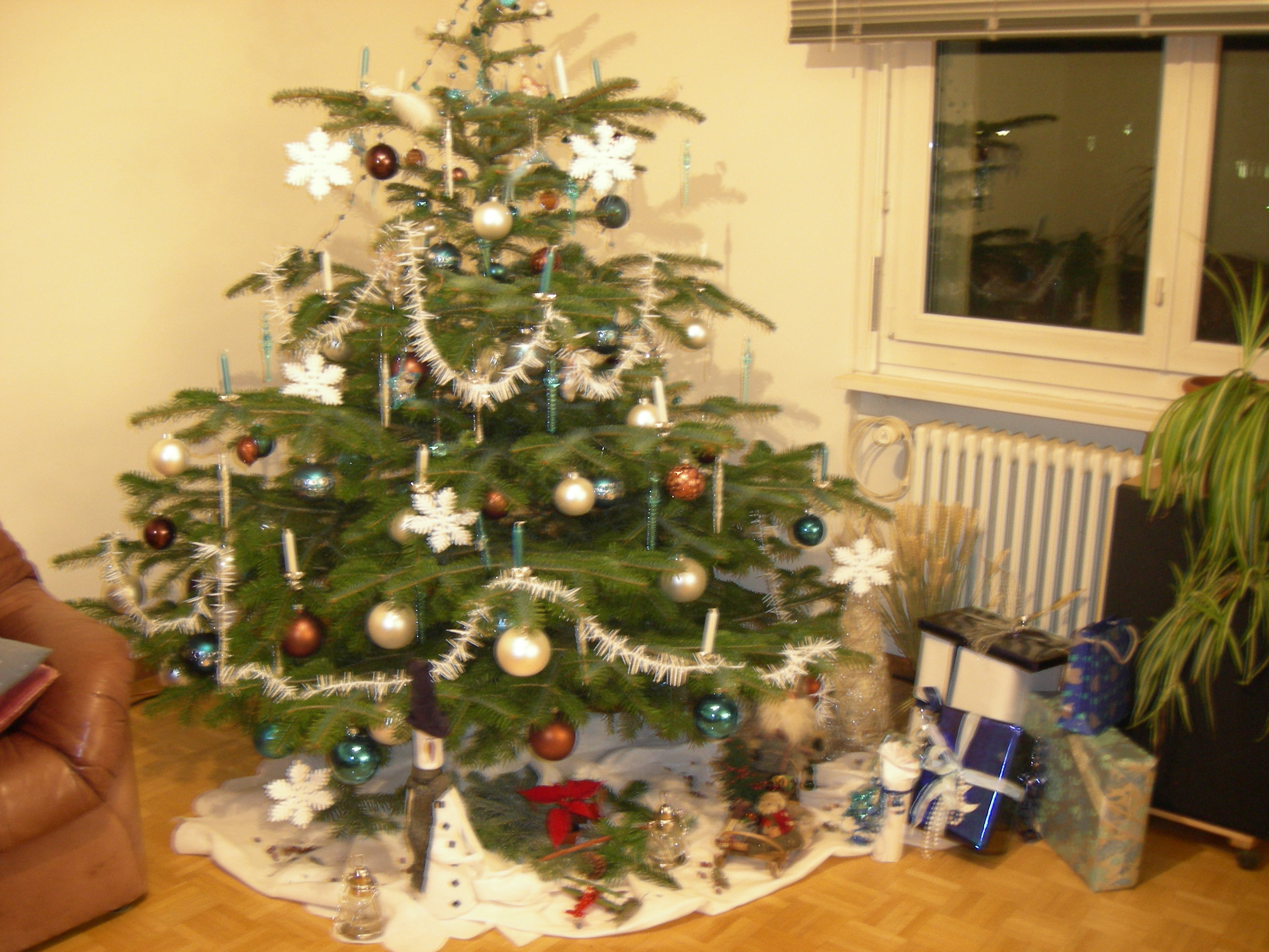 wie schm ckt ihr eure weihnachtsb ume freizeitvergn gen forum. Black Bedroom Furniture Sets. Home Design Ideas