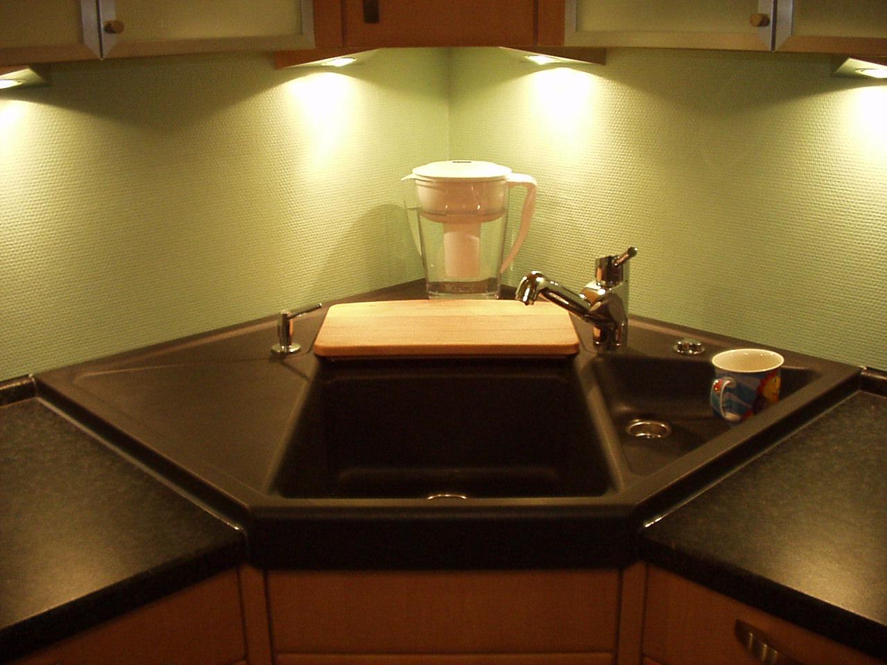 ecke k chensp le m belideen. Black Bedroom Furniture Sets. Home Design Ideas
