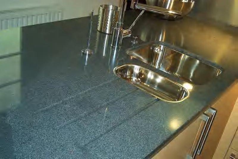 Granit-AP mit untergebauter Spüle...Wer hat eine ... | {Spülbecken granit 46}