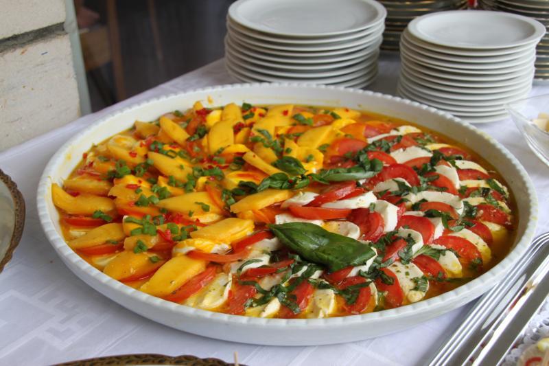 tomate mit mozarella und mango kennt jemand ein rezept gem se und salat forum. Black Bedroom Furniture Sets. Home Design Ideas