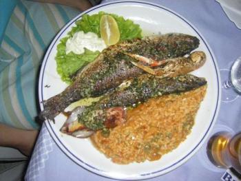 Fischplatte mit Djuvec- Reis  von der Insel Vir (Kroatien)