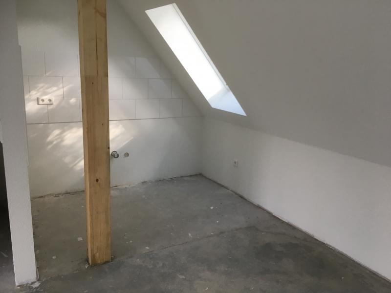 Smeg Kühlschrank Abstand Zur Wand : Problemküche klein und mit balken schrägen und dachfenster
