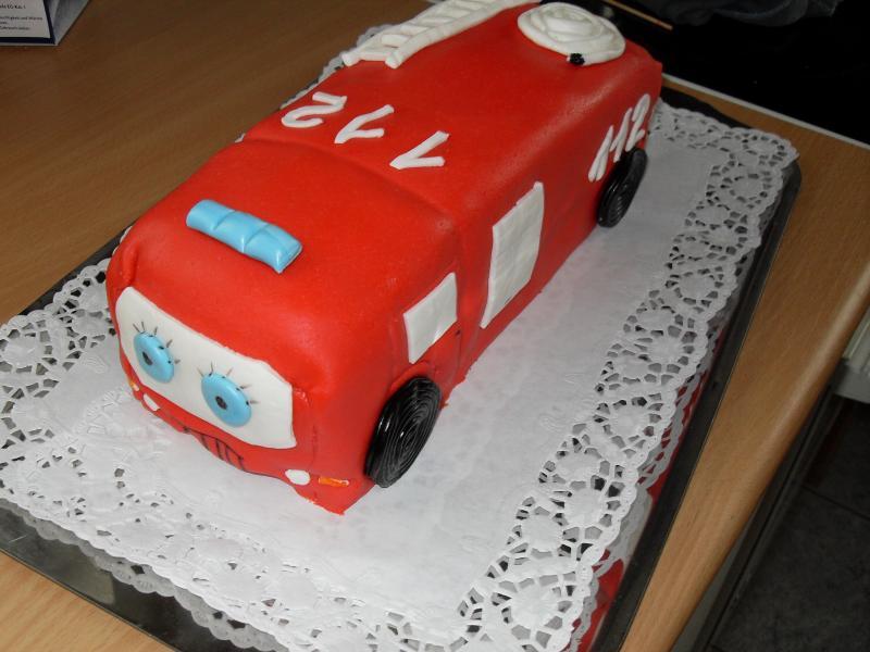 Feuerwehrauto kuchen backen