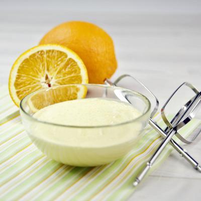 Creme aus Ei und Zucker