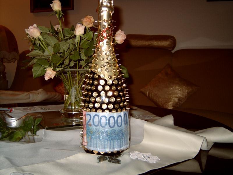 flasche sch n verschenken und geld dazu feste geschenke. Black Bedroom Furniture Sets. Home Design Ideas