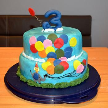 Zweistockige Torte Zum 3 Geburtstag Meines Sohnes Er Ist Ein