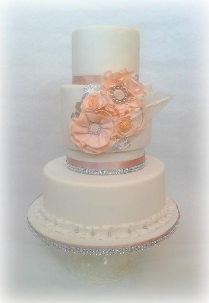 Hochzeitstorte Mit Blattsilber Motivtorten Fotos Forum Chefkoch De