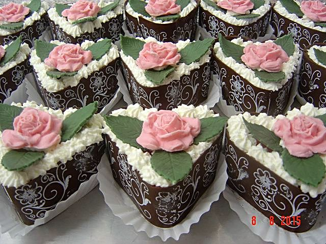 Torte ohne Fondant mit Blüten dekorieren?  Torten & Kuchen Forum ...