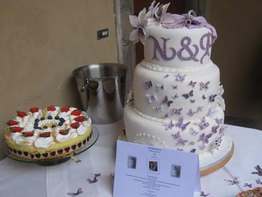Erste Dreistockige Hochzeitstorte Mit Schmetterlingen Und Cymbidium