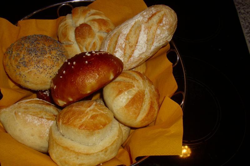 Brot Brötchen backen 26 02 04 03 2011 699395146