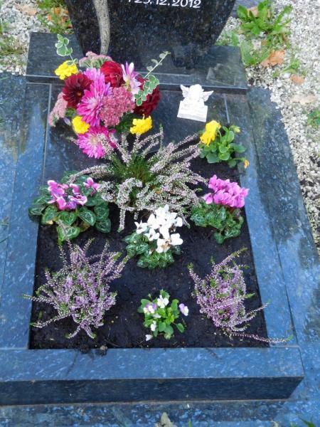 schöne natürliche fassung für urnengrab