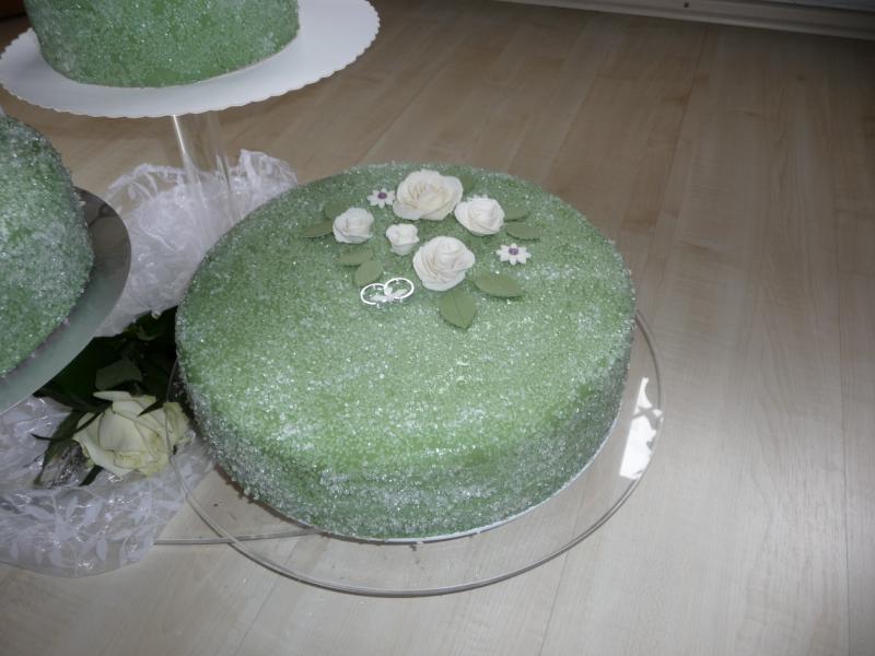 Hochzeitstorte In Grun Weiss Mit Frosteffekt Motivtorten Fotos