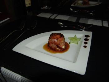 Serviert mit einer Sauce aus Sherry und Orangensaft