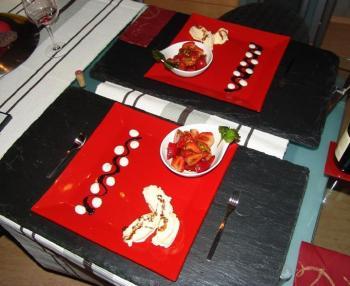 Balsamico- Pfeffer- Erdbeeren mit Vanilleeis Schokolandensauce und Vanillecreme